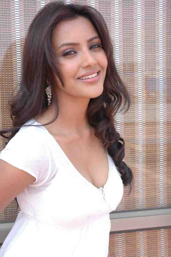 priya, anand, hot, cleavage